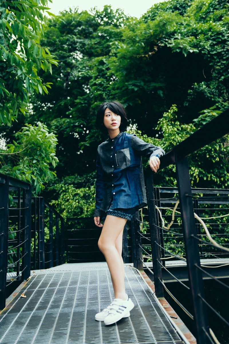 No collar, stitched denim shirt (black X midnight blue) for women