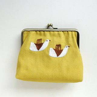 Embroidered gold bag - bird