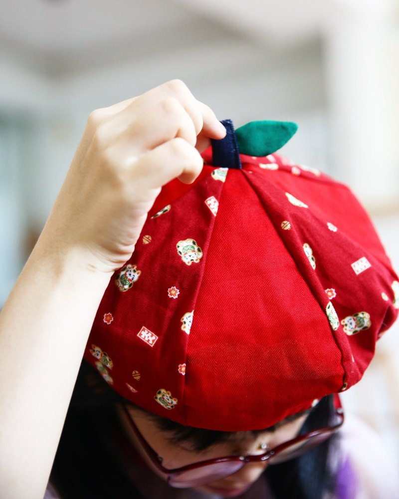 After school school handcarts give you a small apple octagonal cap berets red red heartless heartfelt money cat Chinese New Year cotton cloth spring, summer, autumn and winter season can wear