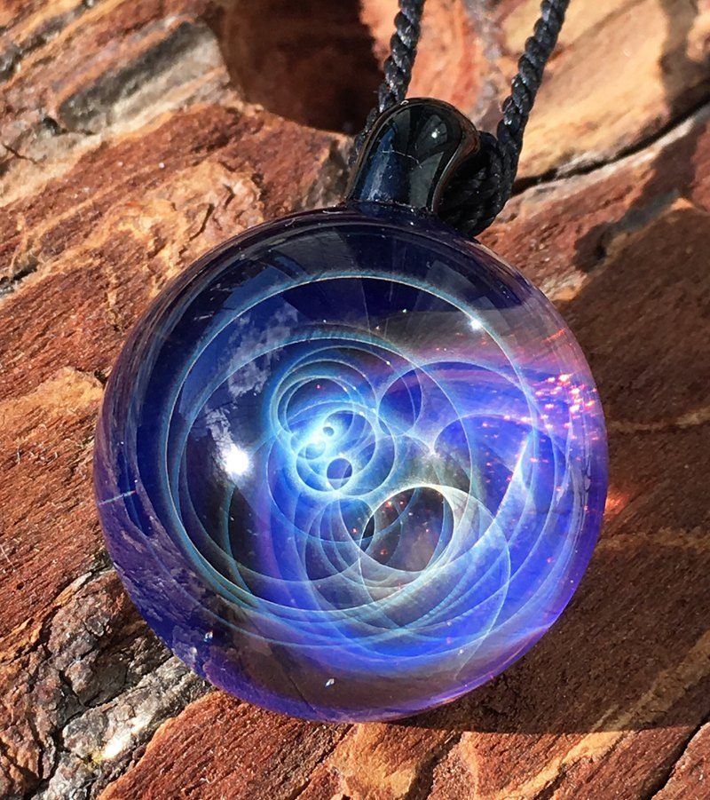 boroccus  A galaxy  The nebula solid design  Thermal glass  Pendant.