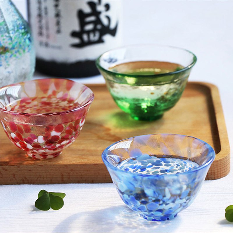 Japan Tsu light hand made sake cup 50ml / a total of 3 models of rock water, cherry blossoms, snow and snow