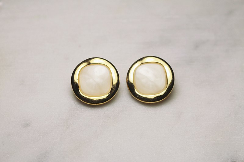 // VÉNUS 白 white elegant earrings ear clips // ve147
