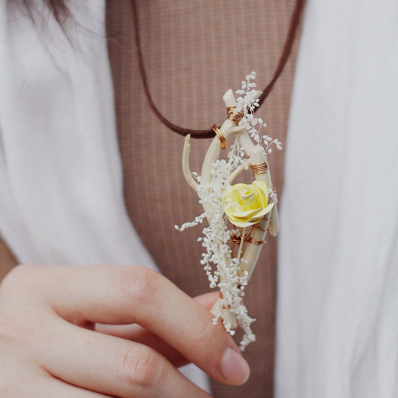 <Small planet in the Rose> - Yellow Rose Necklace