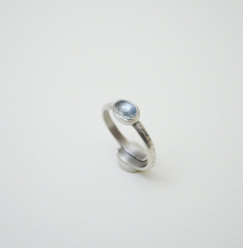 Simple small stone-Green Aquamarine‧Oxidized Silver Forging‧Hammered Open Ring