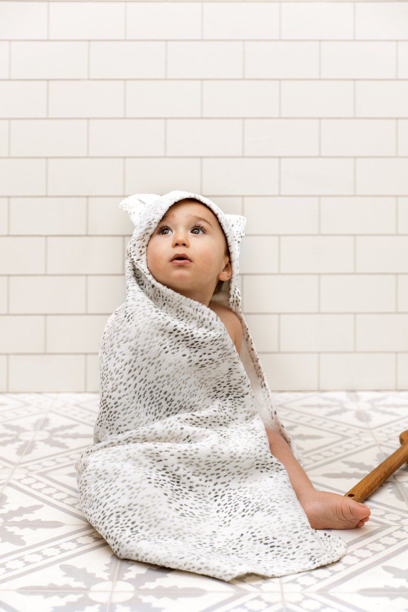Elodie Details HOODED TOWEL - DOTS OF FAUNA KITTY