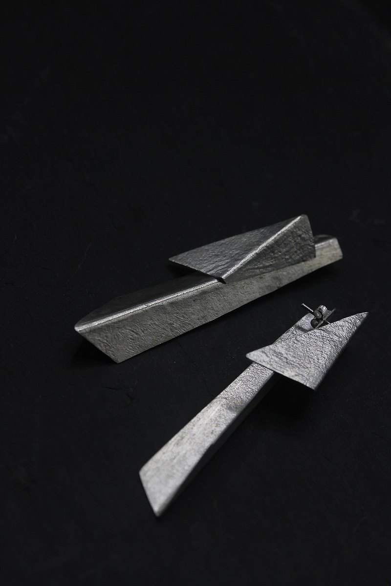 Handmade long stud earrings with bended textured silver pieces (E0200)