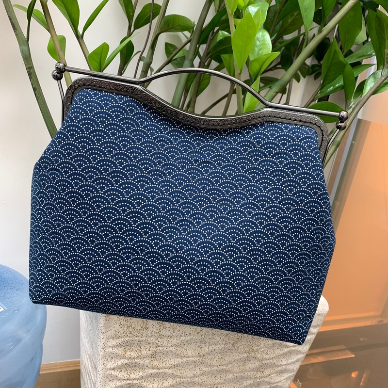 Blue dyed Qinghai wave hand-pull gold bag can be used for diagonal back