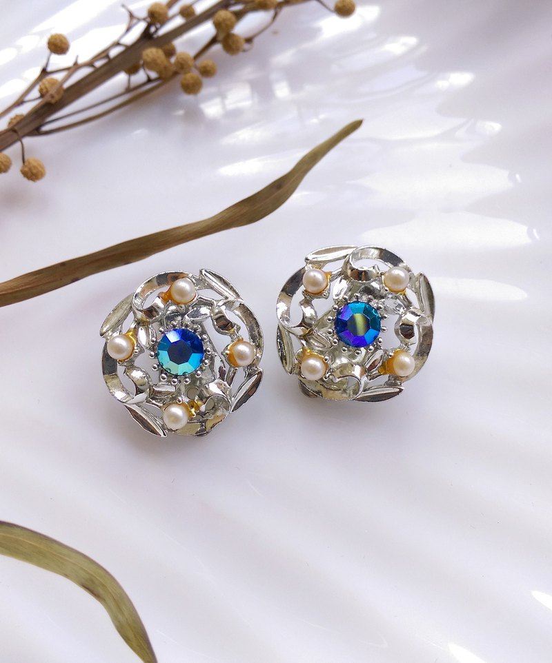 [Western Antique Jewelry / Old Age] Elegant Pearl Arctic Blue Rhine Clipped Earrings