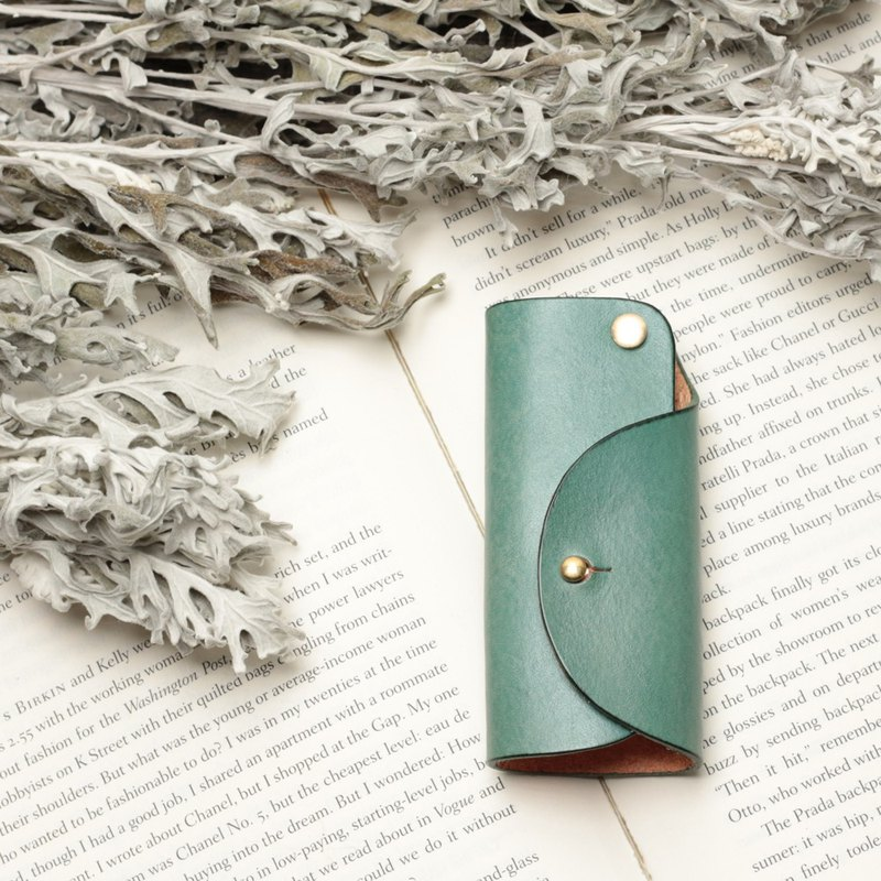 Minimal Marine Blue Hand-Dyed Vegetable Tanned Cow Leather Handmade Pure Copper Hardware Key Case