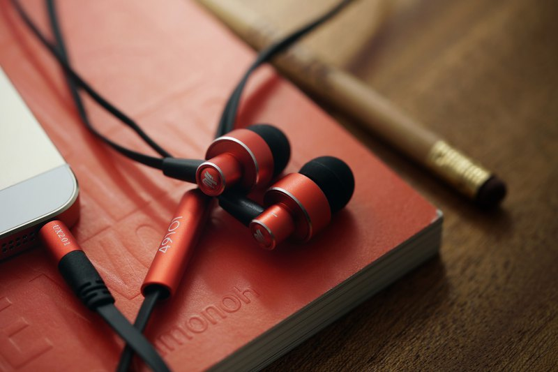 UX201 High Sound Quality In-ear Earphones (Passion Red)