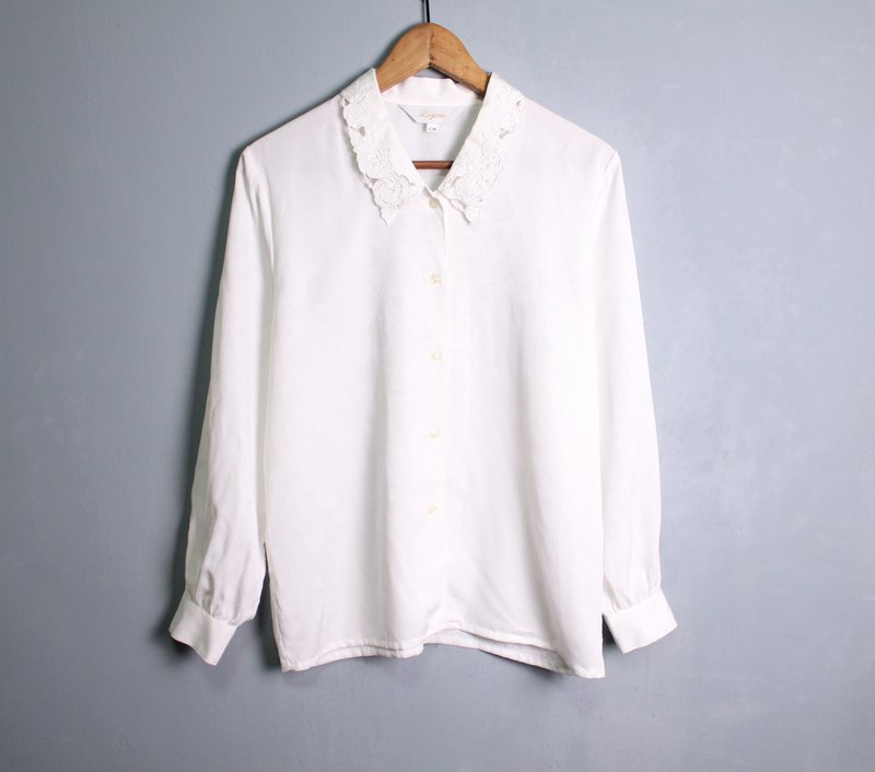 FOAK vintage / white / glossy embossed rose white shirt