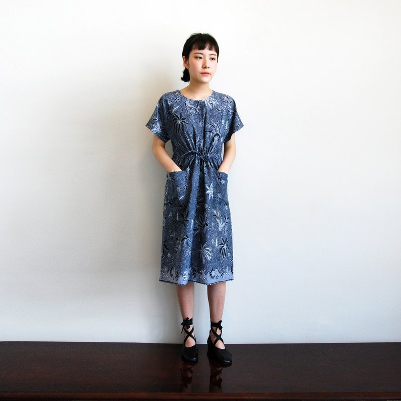 Ancient and wind prints dress