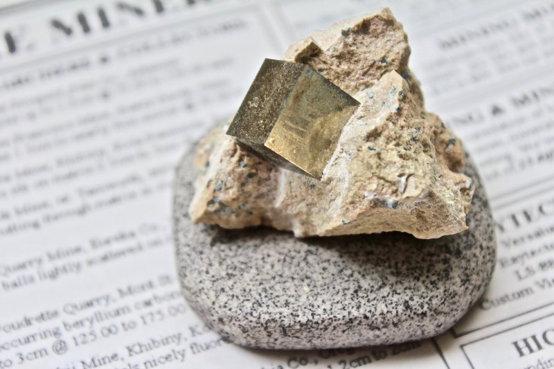 Shizu SHIZAI - Spanish pyrite / fools gold - with base