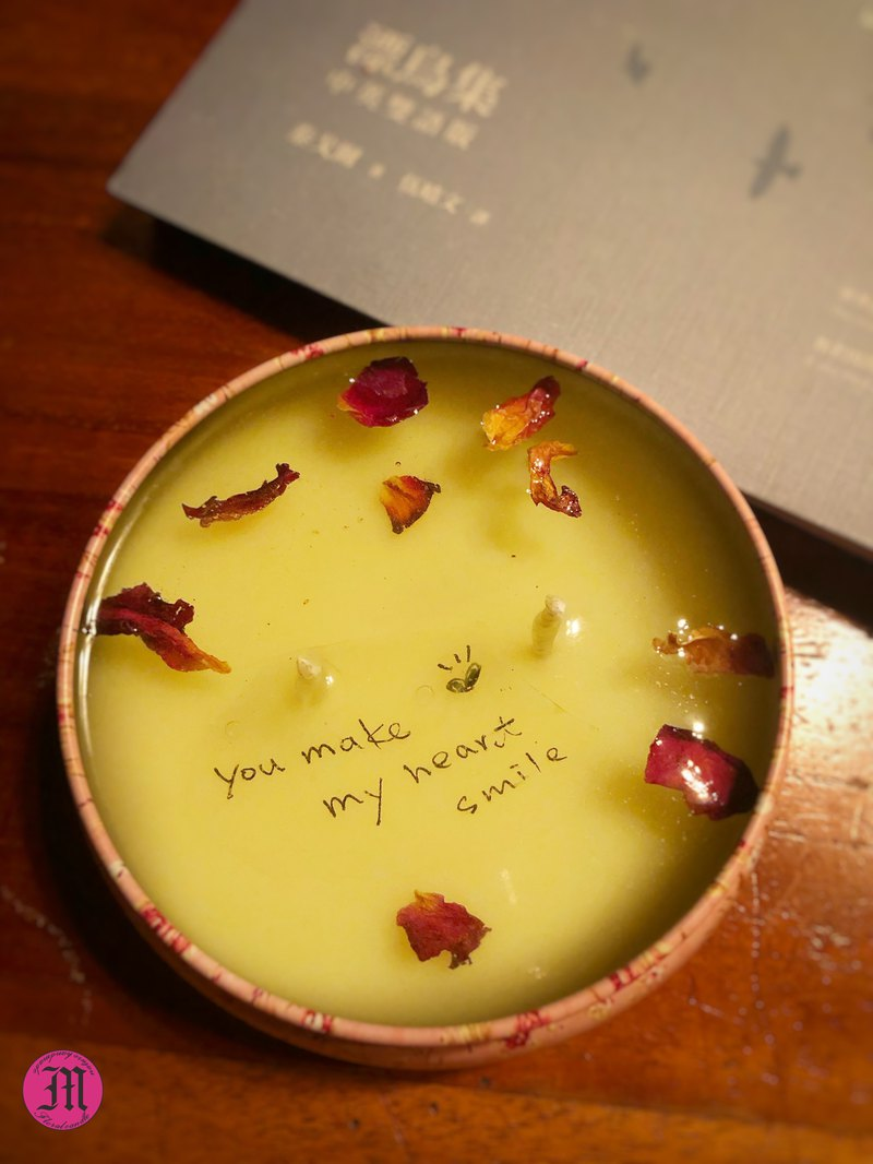 Customized petal message candle