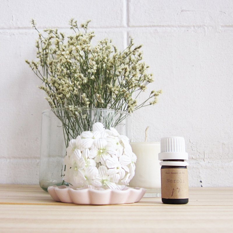 Essential Oil Neroli Scent with White Flower Diffuser