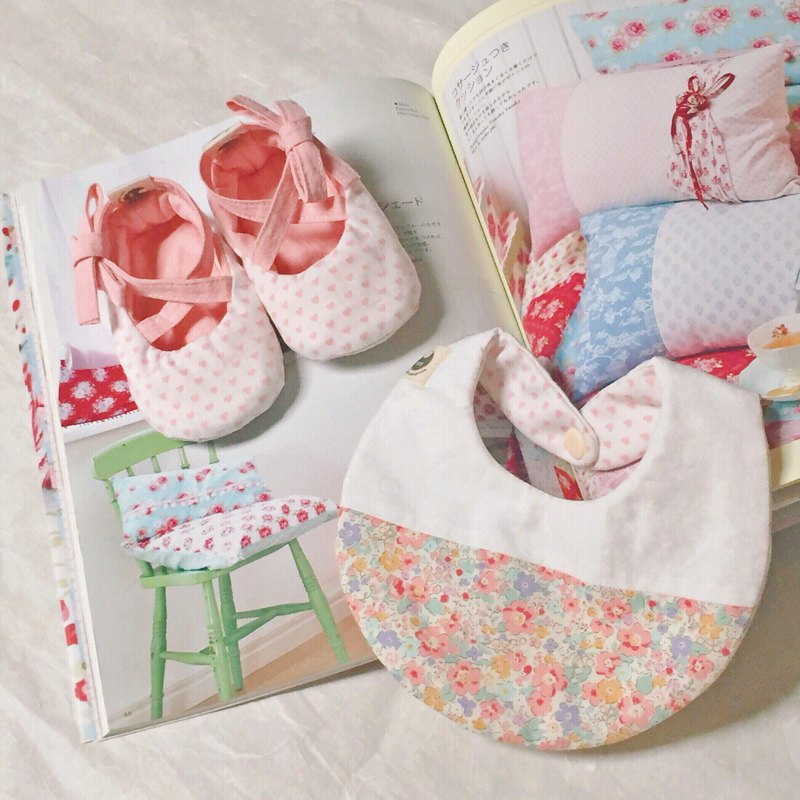 120 pink love baby shoes X floral mosaic bib newborn baby gift box gift group