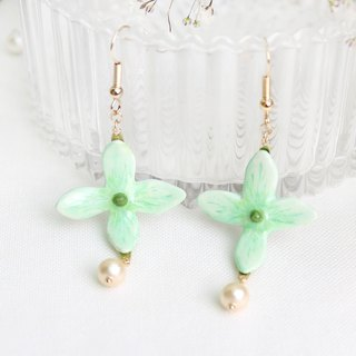 Handmade Hydrangea earrings (Green)