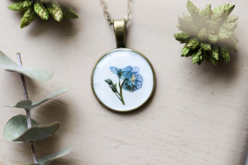 Forget me not (BG-White) – Necklace 20 mm.