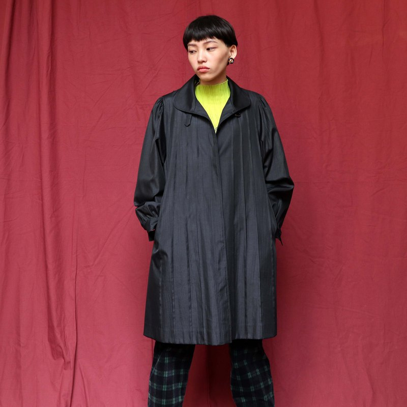 Pumpkin Vintage. Ancient windbreaker coat