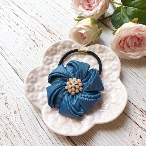 Elegant flower hair band / blue