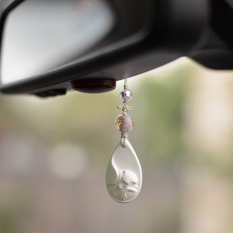 Change the seeds of world traffic | A scented incense stone as a scented car charm