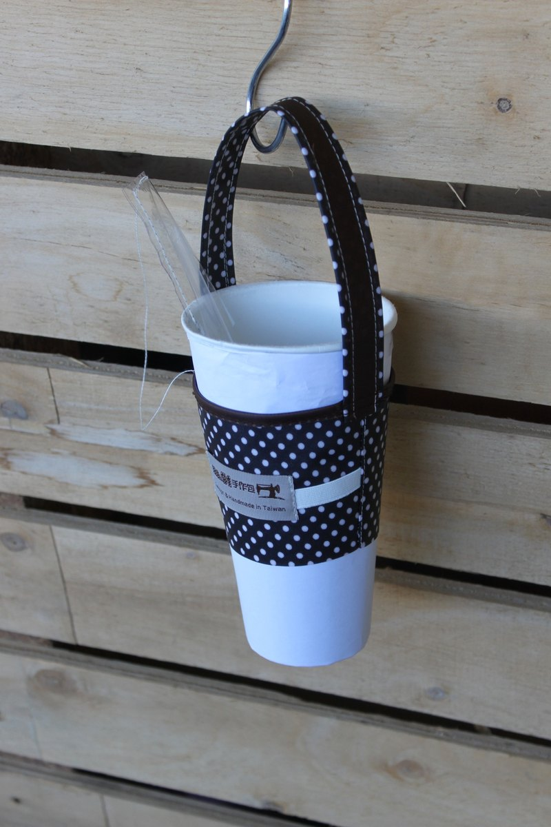 4th generation black and white dot cups set