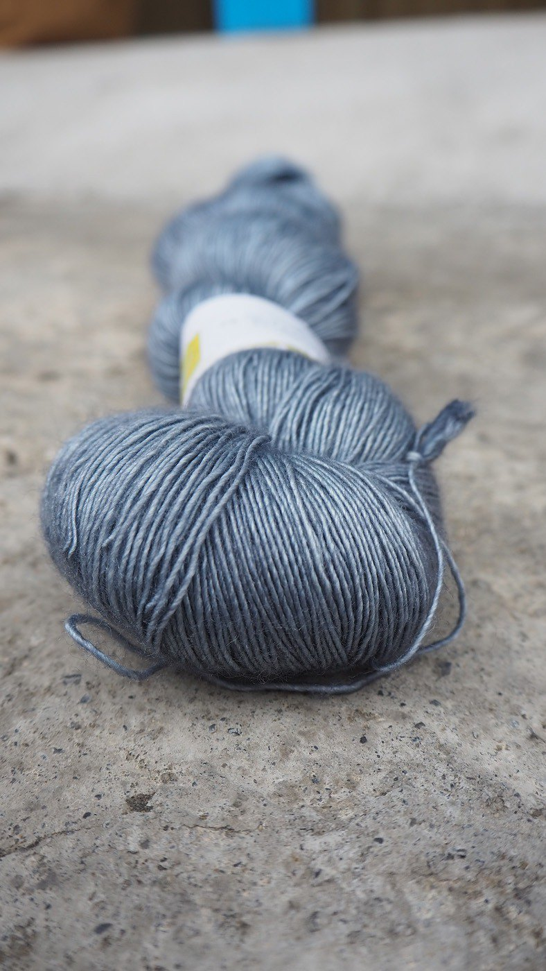 Hand dyed the line. Blue gray. (Super wash Merino / silk / single strand / lace thread)
