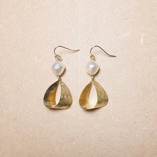Vintage three-dimensional grain pearl drop earrings