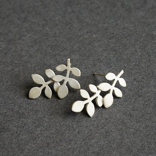Leaf pure white fungus needle / earrings / white