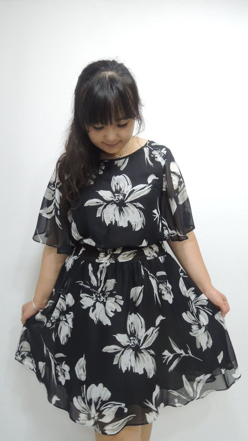 - Chicken mother dock marshmallow girl - Chiffon flower cross-dress (Please ask if there is any goods before ordering)