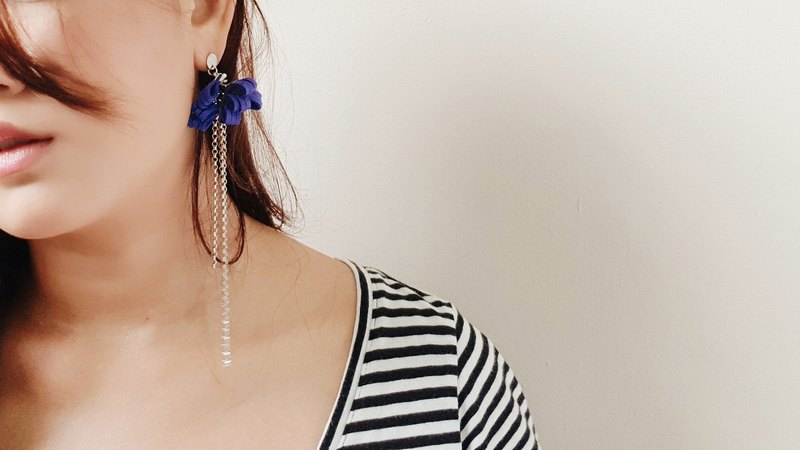 DELLA Earrings //COBALT