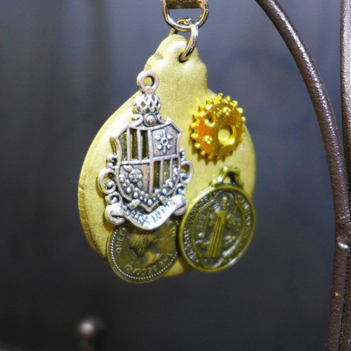 [Yuan] steam punk style Saturn royal guard to defend the matte gold key ring | Personalized Party Series: Gold | [Saturn Ring] This is Party: gold coin | metal composite polymer clay creation. Waterproof material. Necklaces can be changed