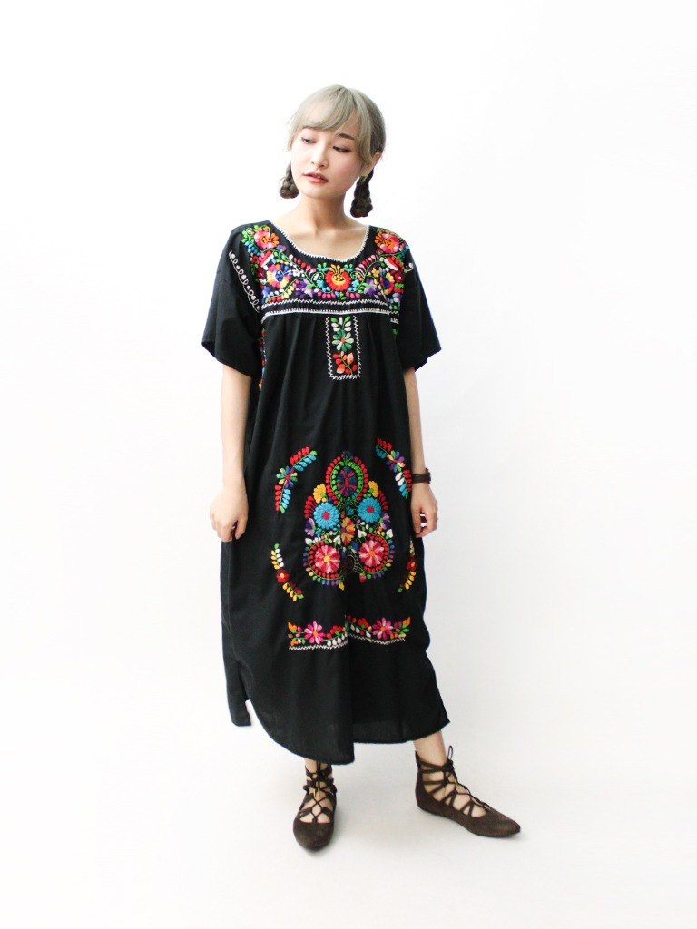 【RE0602MD058】 early summer black exquisite flowers embroidery American Mexican embroidery ancient dress mexican dress