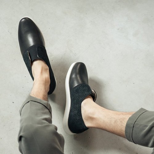 Facade structure without shoelaces minimalist leather casual shoes black male models