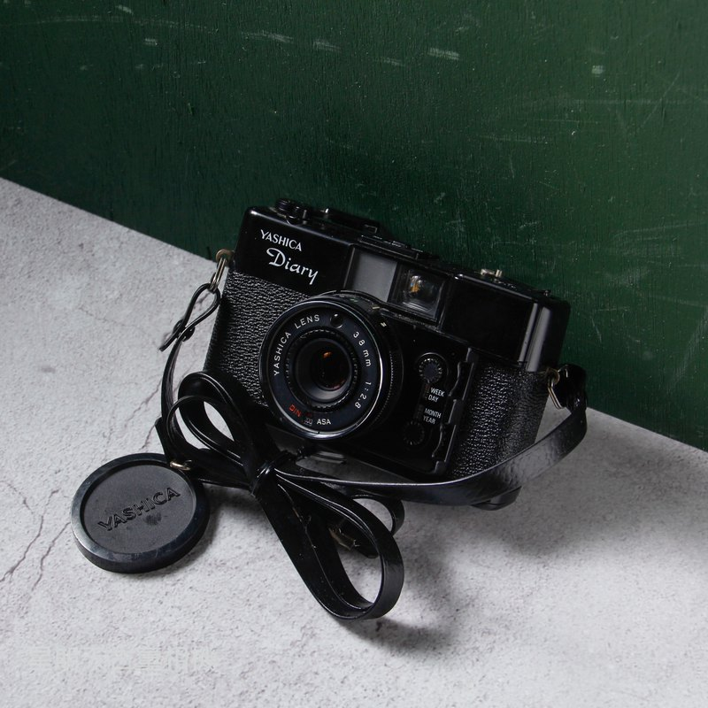 YASHICA DIARY 38mm F2.8 estimated focal film camera