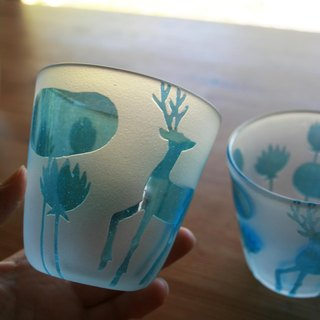 Glass of deer and lotus pond