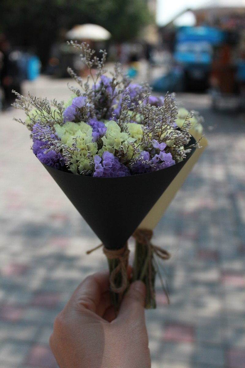 - Small flowers kiss - simple small bouquet