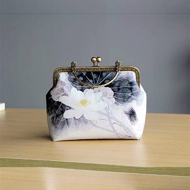 (On the new first 50% off) Arts and mouth gold package cheongsam bag Messenger bag Lotus iphone phone bag phone bag oblique bag bag bag birthday gift custom gift