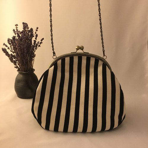 Retro stripes elegant mouth feel gold chain bag
