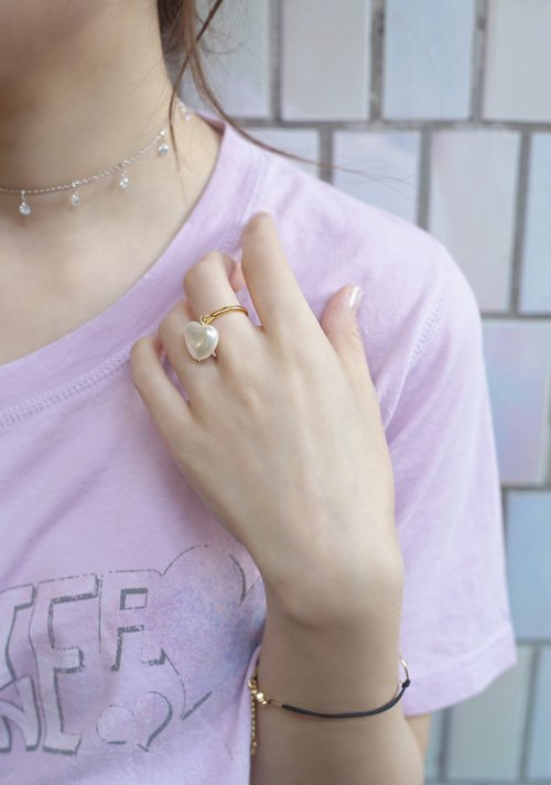 *hippie* Heart Shaped Pearl with Gold-tone finished Ring