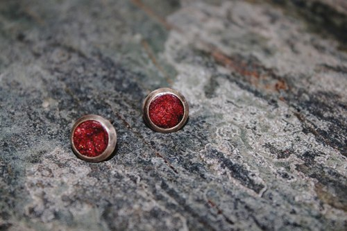 Texture dark red sterling silver round pin earrings