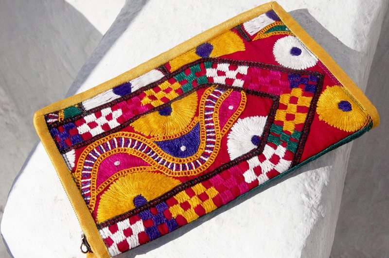 Valentine's Day gift a limited edition hand-embroidered long admission package / national wind bag / camera bag / cosmetic bag / cell phone bag / clutch - desert landscape embroidery totem Images