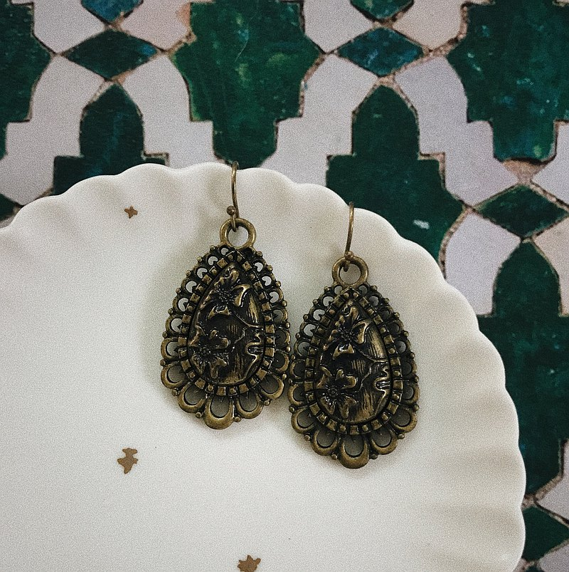 Antique Earrings | Bronze Water Drop Carving | CAA091
