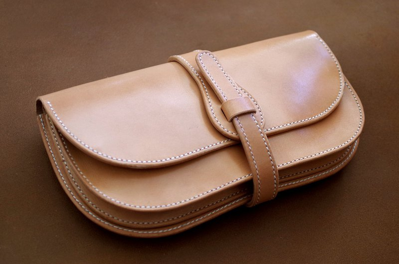 Saddle leather clutch bag (Order production)