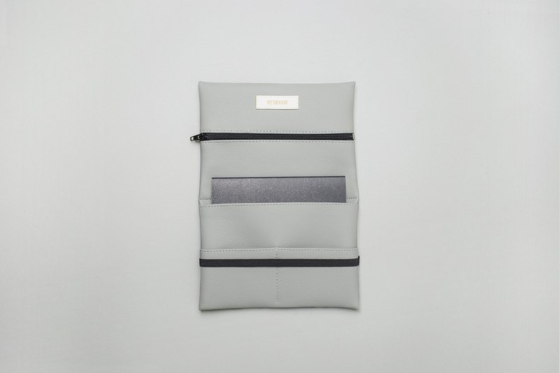 Pouch in light grey