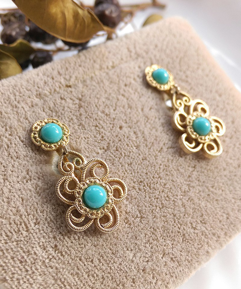 Western antique jewelry. Delicate and graceful golden silk flower-shaped pendant clip earrings