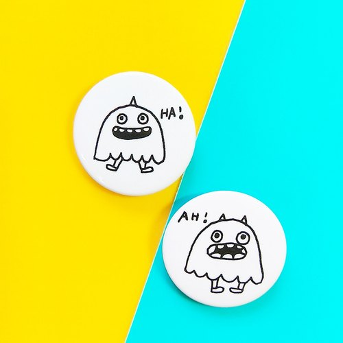 Flower big nose pattern AH! HA! Badge (3.2cm)