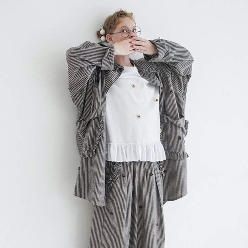 Gray striped three-dimensional small flower flower wide coat - imakokoni