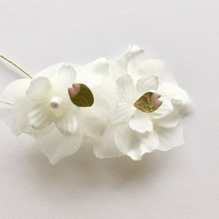 petal pierces (petal earrings)