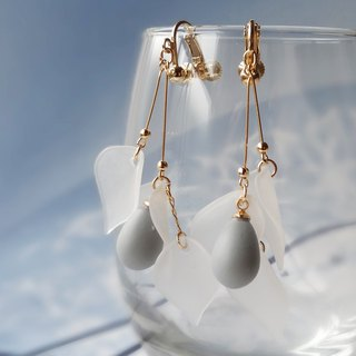 White petals Earrings